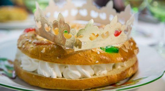 Cómo cortar un roscón de Reyes en ocho trozos iguales con solo tres cortes I Joseángel Murcia