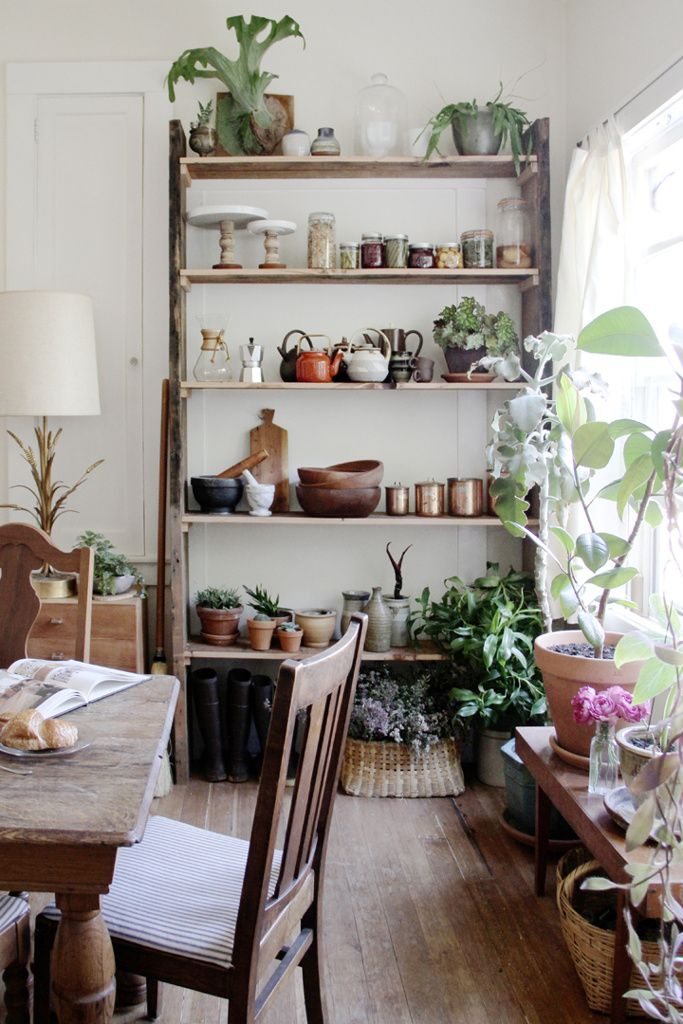 Eclectic Mix Of Rustic Modern Vintage Natural Pieces Lot S Of Live Greens Translates To A Very Inviting Space Home Decor Home Interior