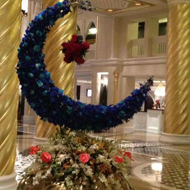 Ramadan flower decoration at jumeirah zabeel saray hotel for Dekorasi party di hotel