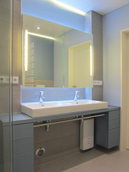 Kleines Bad mit großer Dusche von hansen innenarchitektur - Moderne Wasserhahn Design Ideen