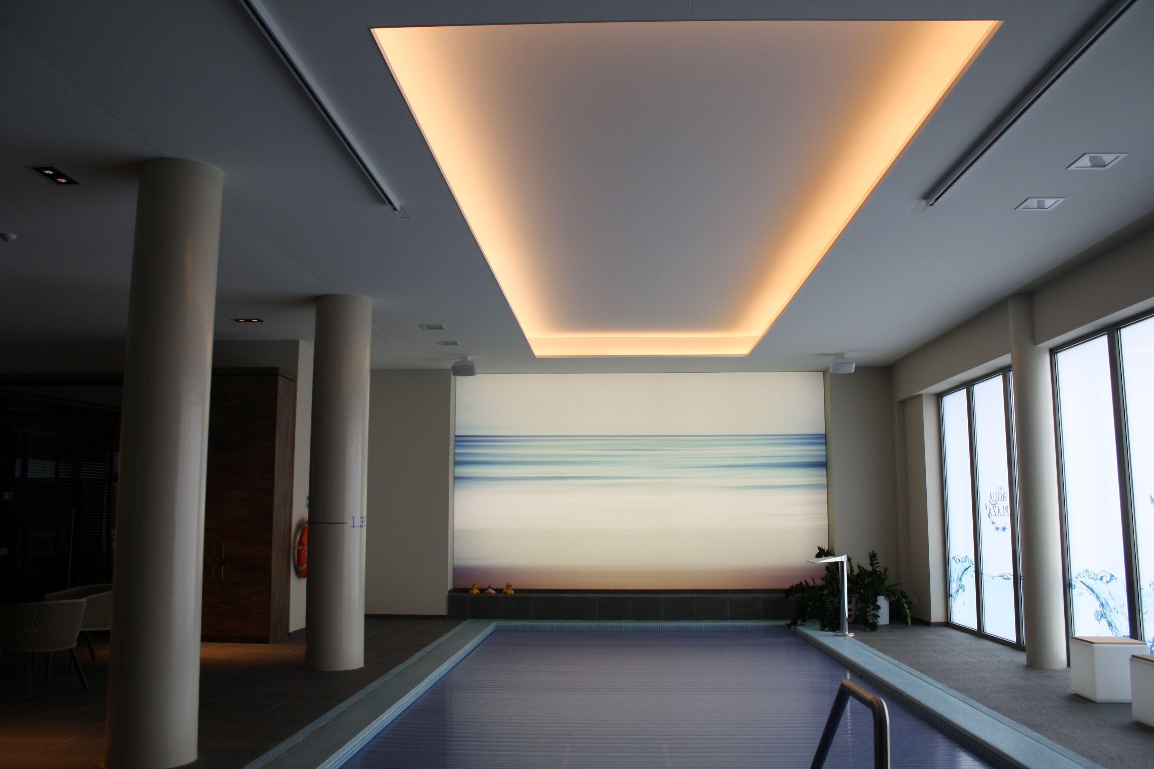 Blanco spanplafond met geintegreerde led-verlichting.   Spanplafonds ...