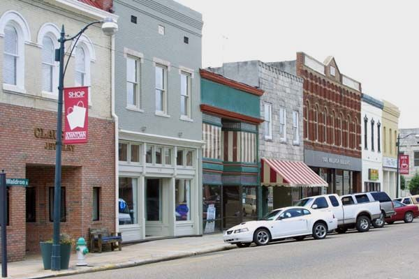 50 Best Small Town Downtowns In America Small Town America Small Towns Main Street Usa