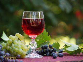 обои для рабочего стола: Натюрморт - Бокал вина и виноград ...