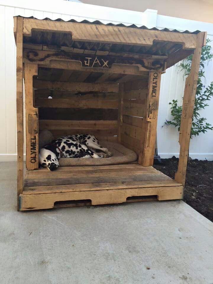 Dog house out of pallets   Dog Beds   Pinterest   Dog ...