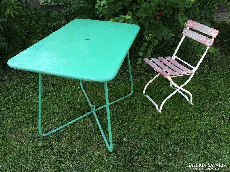Régi fém kerti zöld asztal napernyőtartós retro kerti bútor