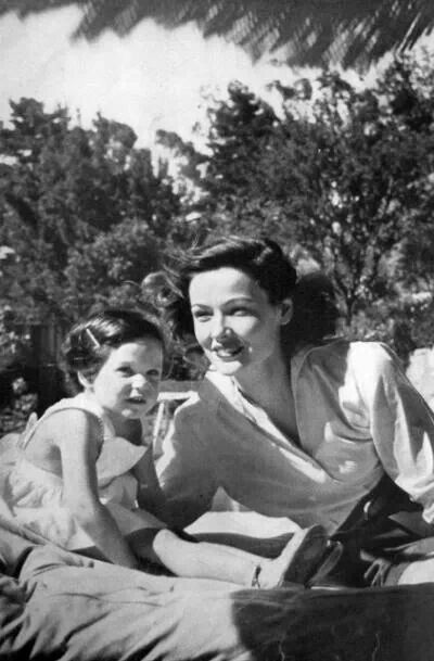 Gene Tierney and daughter1951 Vogue Elegance we could