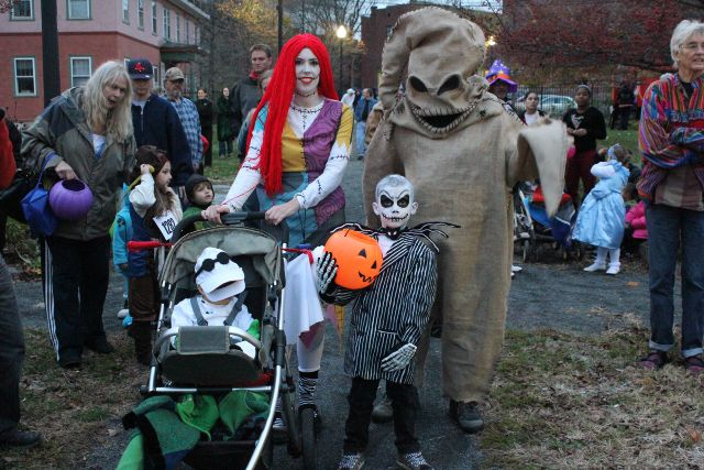 Coolest Family Costume Idea Ever!!! 2012 Rag Shag Parade Pic:  Nightmare Before Christmas