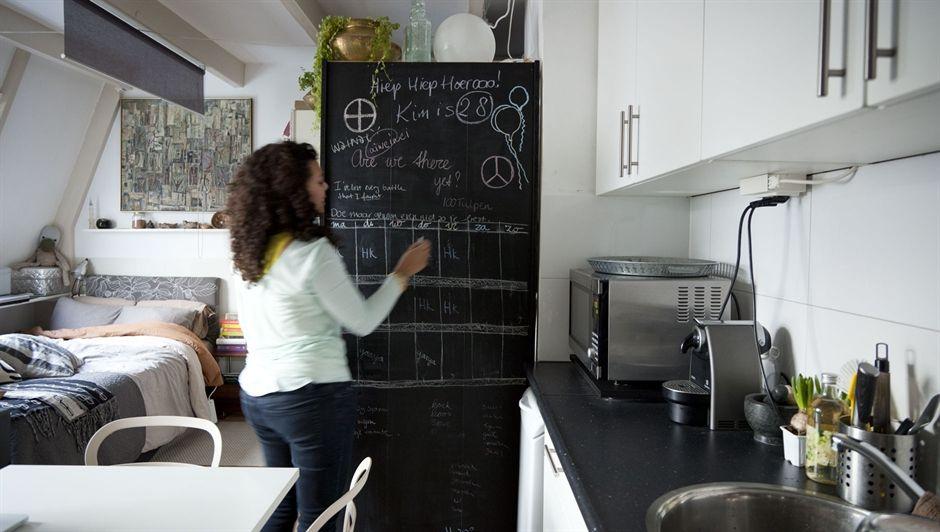Blog Wnetrzarski Design Nowoczesne Projekty Wnetrz 30m2 Jednopokojowe Mieszkanie Kim Amsterdam 30m2 One B Kitchen Blackboard Compact Living Small Spaces