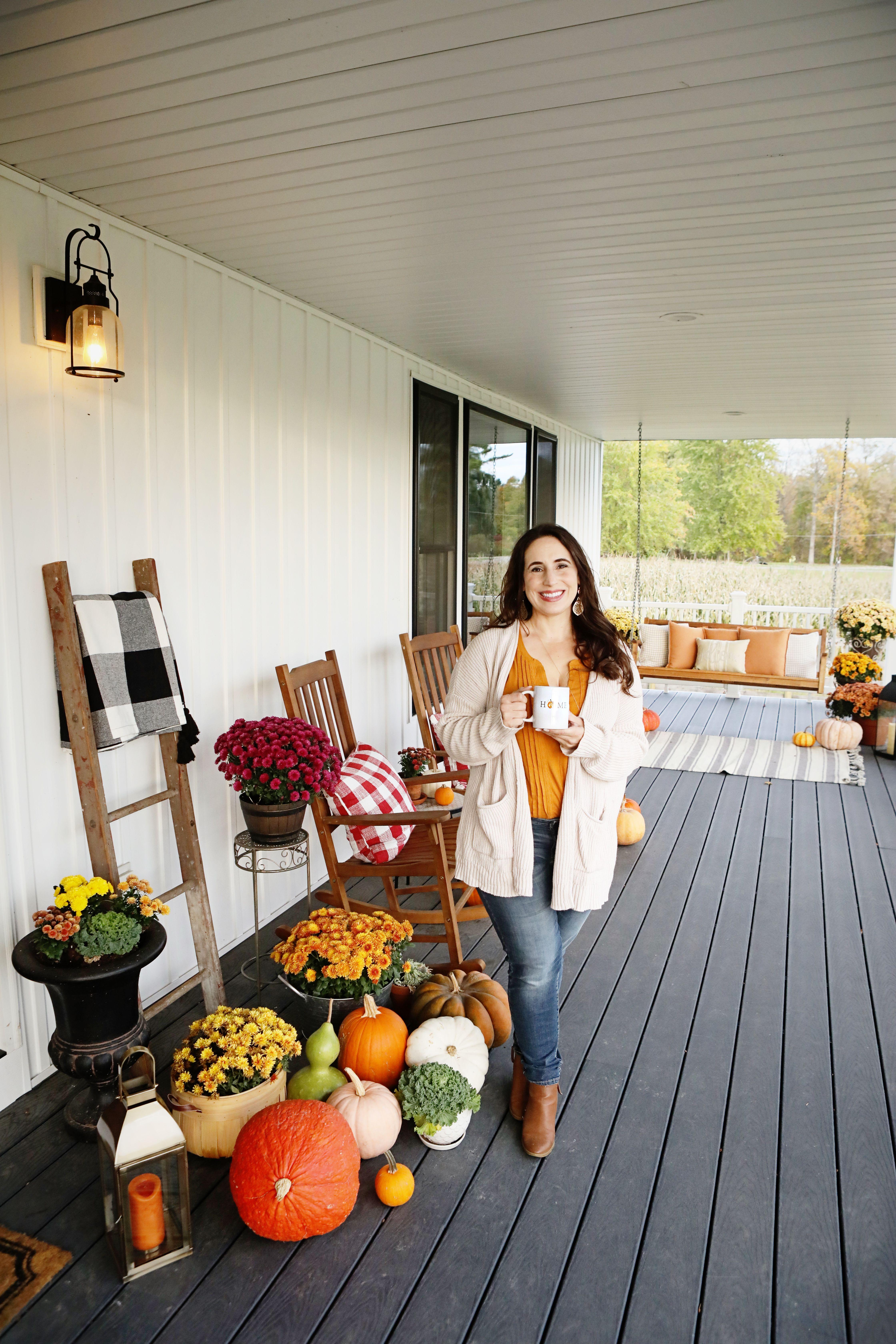 Farmhouse Fall Front Porch Decor #fallfrontporchdecor