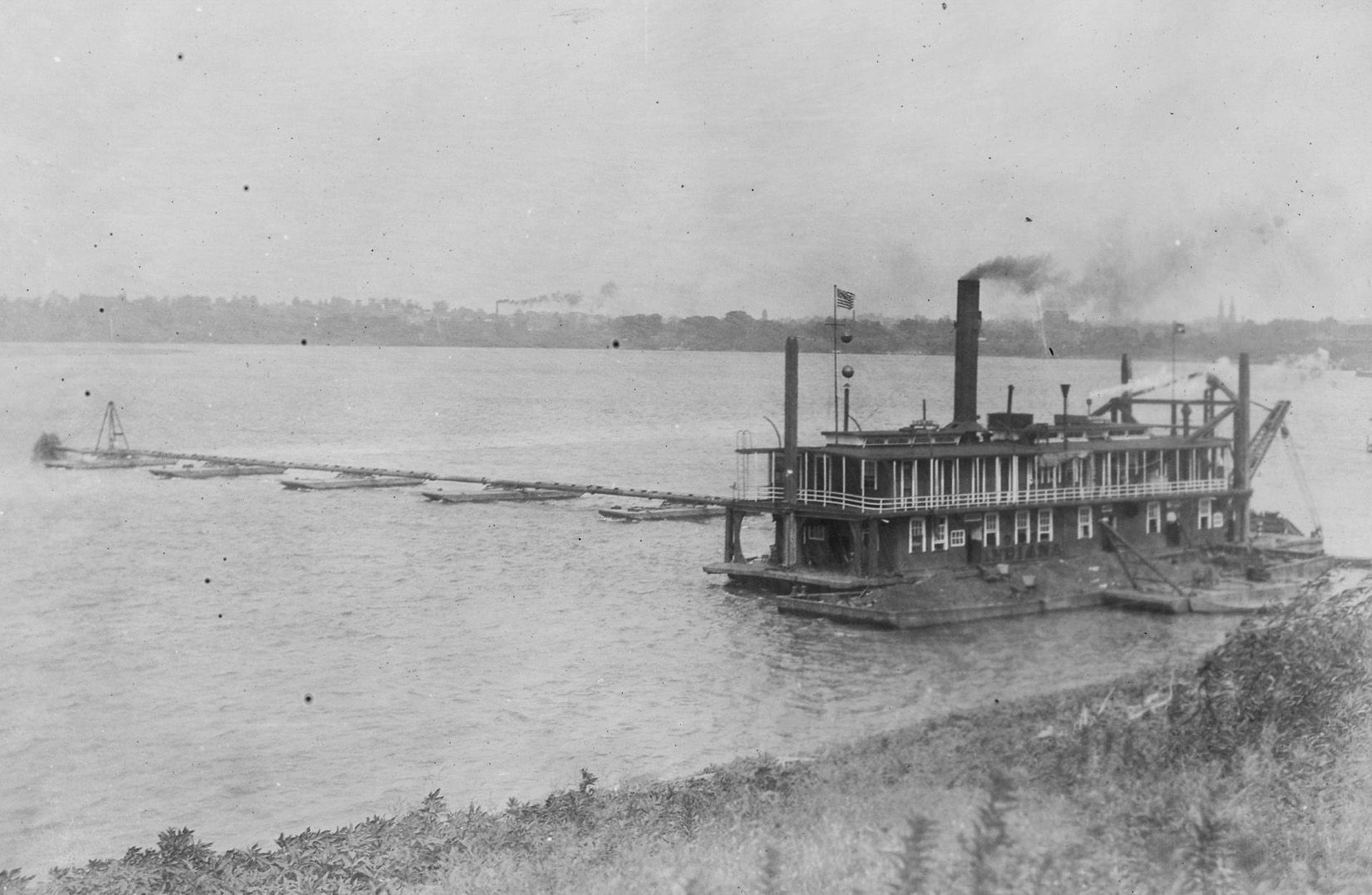 A Dredge Along The Bank Of The Ohio River Near Evansville Indiana C 1900 In 1902 John Eigenman The Owner Of One Such Opera Evansville Ohio River Indiana