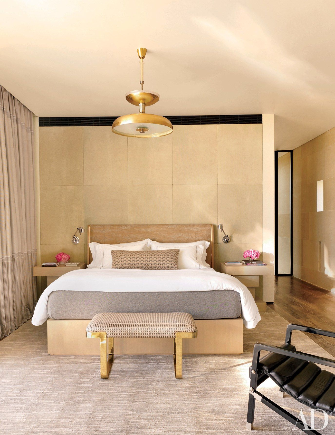 Best The Minimalist Bedrooms Of Your Dreams Small Master 400 x 300