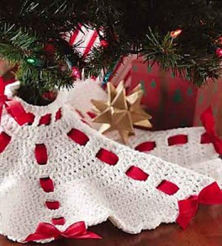 Easy Crochet Christmas Tree Skirt: Crocheted Tabletop Tree Skirt Pattern By Nanette Hankins