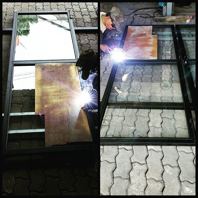 Pembuatan Pintu Kaca Sliding Bingkai Pintu Besi Hollow Hitam 40x40