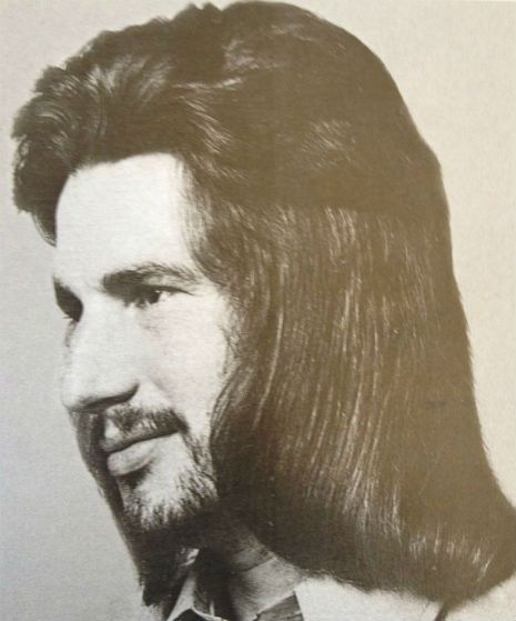 A Gorgeous Gallery Of Ultra Chic Men S Hairstyles From The 70s Model Hair Mens Hairstyles Hair Styles