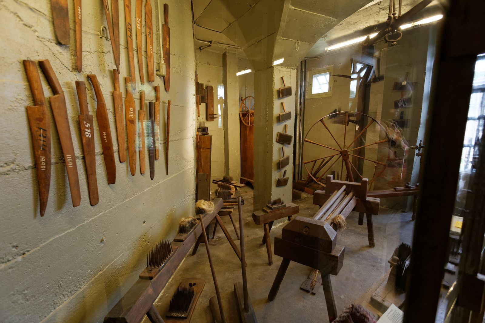 Mercer museum. Early American tools. | Colonial, Frontier Houses, cab ...