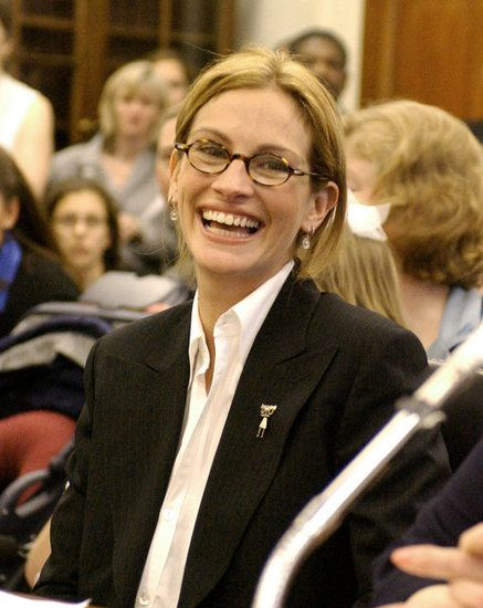 Julia Roberts in tortoise reading glasses. always a classic