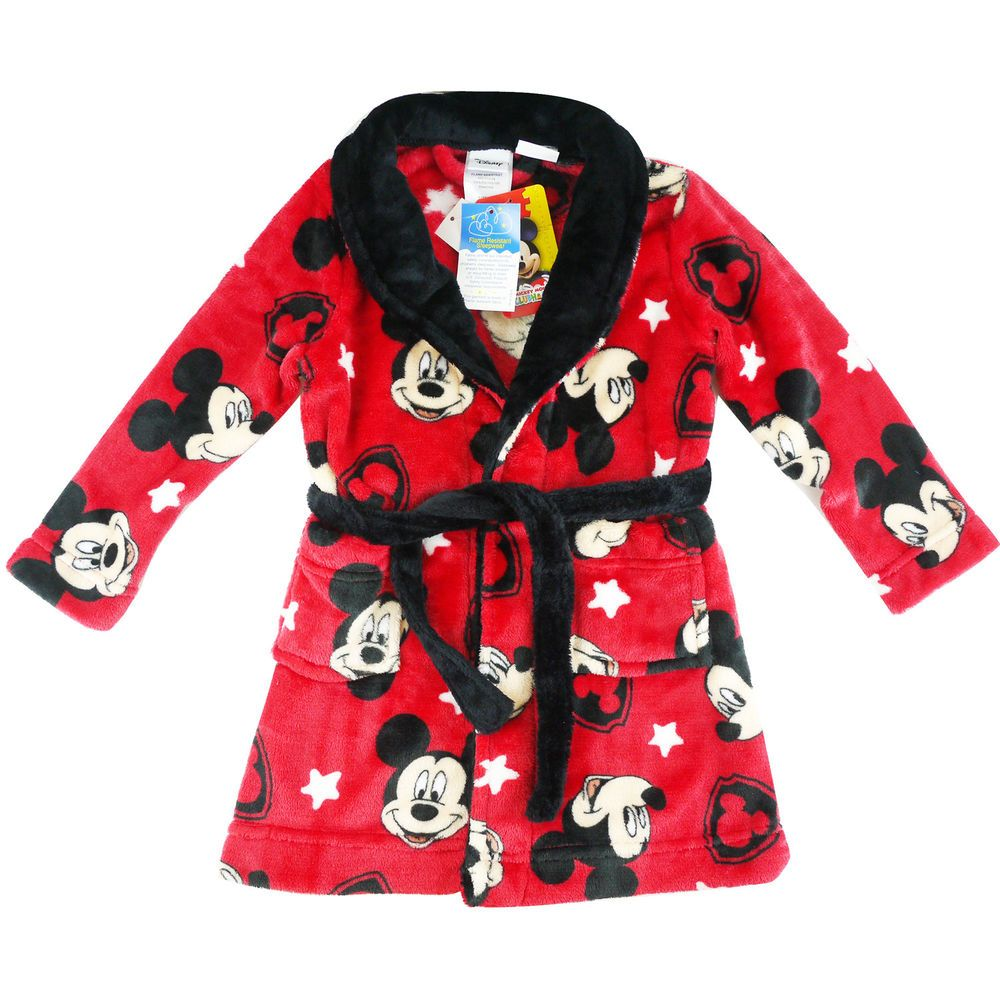 A Minnie-licious dressing gown designed for the ultimate Minnie Mouse fan! This robe features a super cute all-over print of Minnie's face and an adorable badge on the chest of .