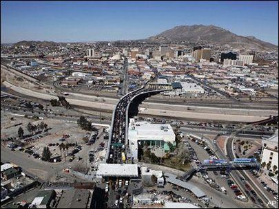 The Santa Fe Bridge Links Ciudad Juarez Mexico Bottom And El Paso Texas City Safe Cities Ciudad Juarez