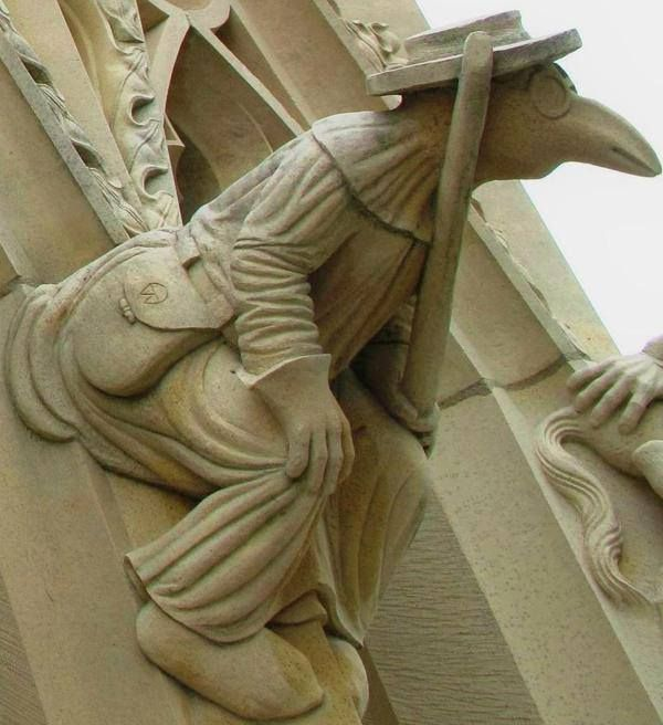 @DrLindseyFitz  Carving of PLAGUE DOCTOR outside York Minister.