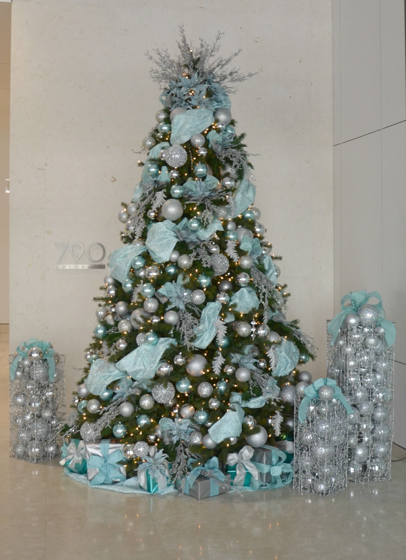 Tiffany Blue And Silver Decorated Christmas Tree Commercial Christmas De Blue Christmas Tree Decorations Silver Christmas Tree Decorations Blue Christmas Tree