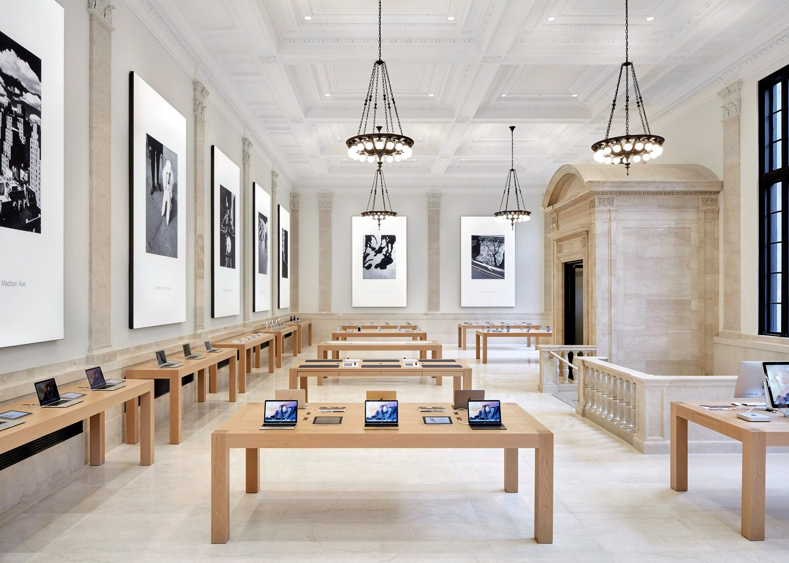 The Upper East Side Apple Store In A 1922 Beaux Arts Bank Building Apple Store Design Apple Store Interior Store Signage