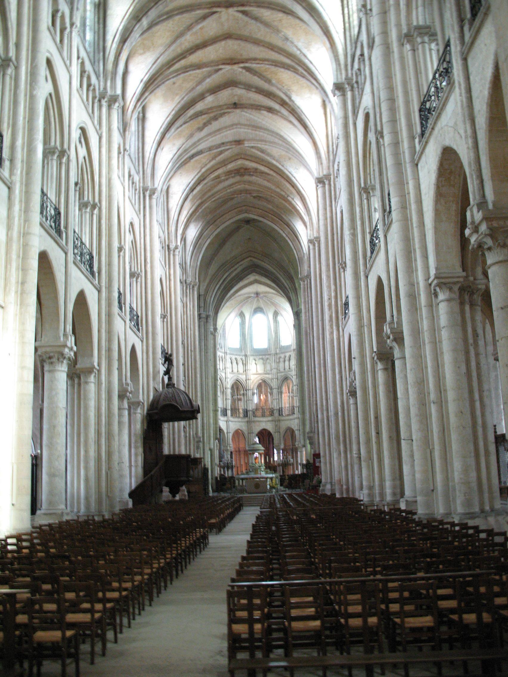 Noyon_Cathedral_Interior.JPG (1704×2272)