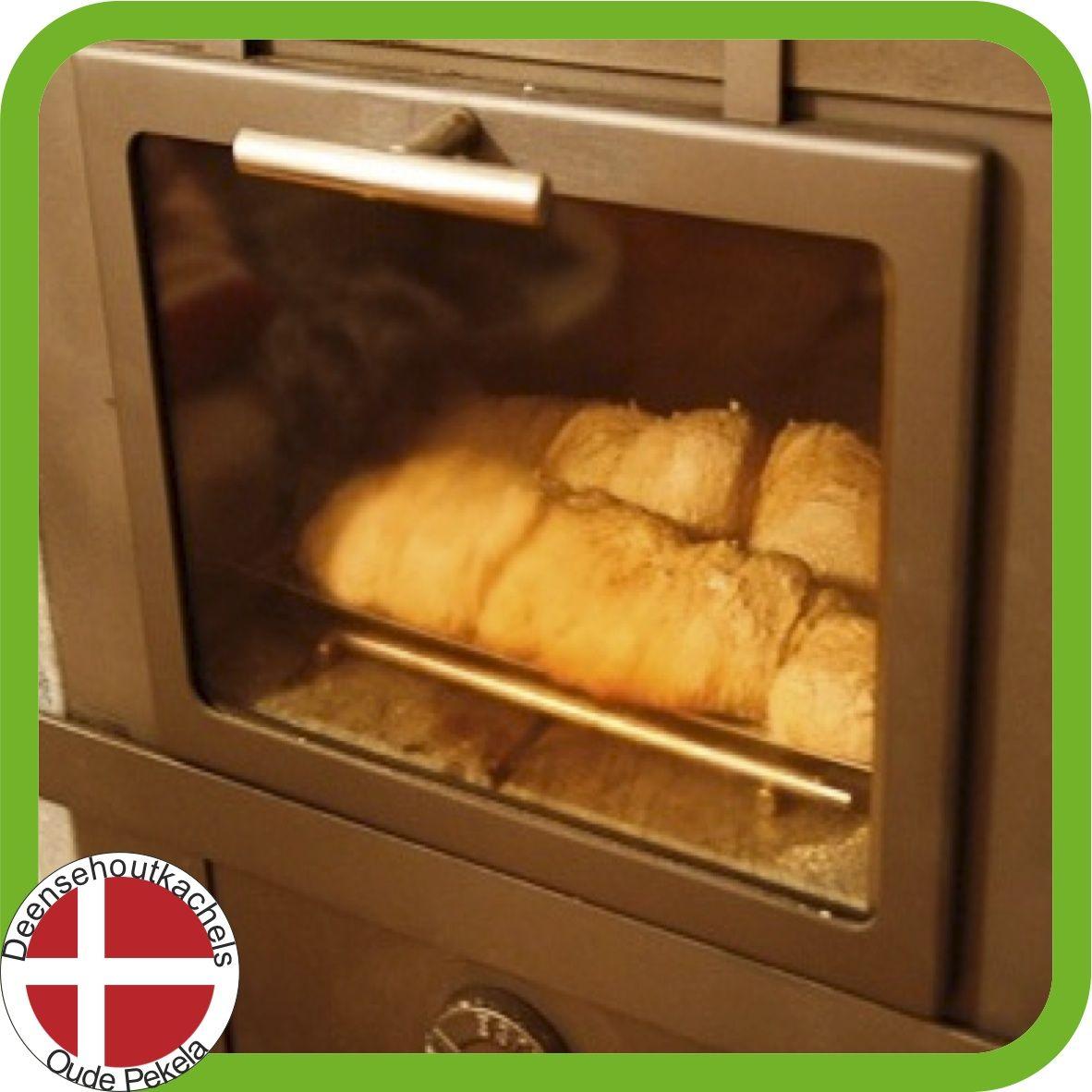 Svendsen 1 houtkachel bakvak / Svendsen woodstove baking section.