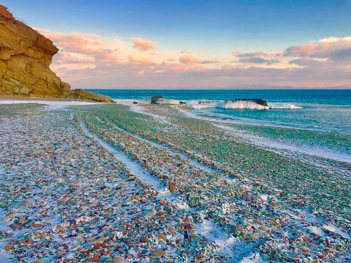When An Ecological Disaster Turns Into A Tourist Attraction Welcome To The Gl Beach Of Ussuri Bay Not Far From City Vladivostok Russia