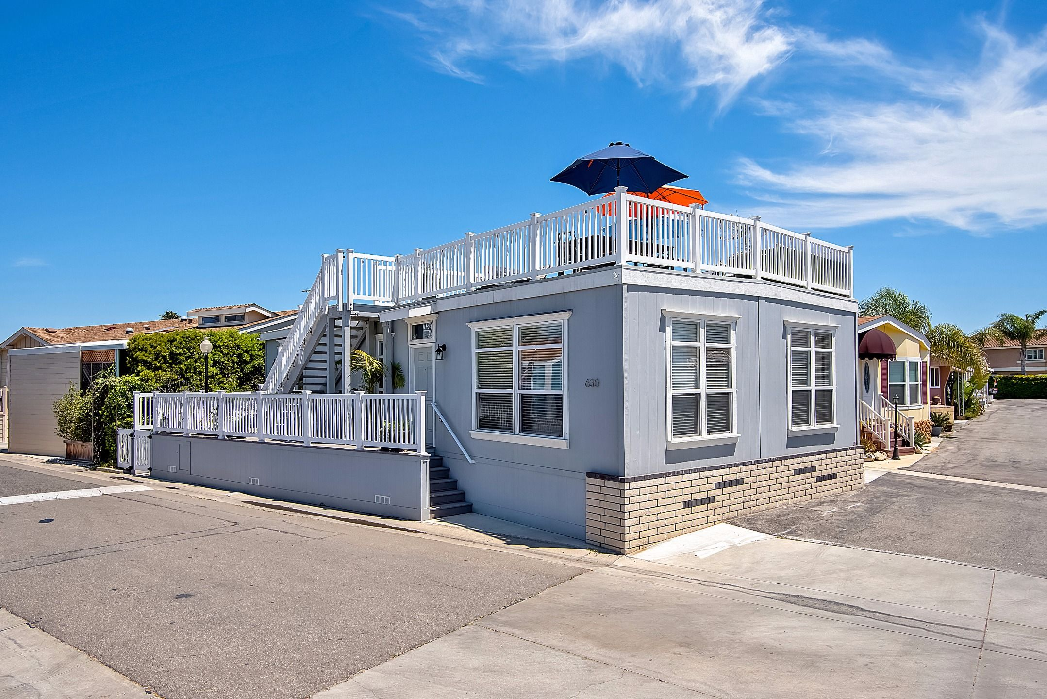 Fleetwood Mobile Home For Sale In Huntington Beach Ca 92648 Beach Cottages Cottage Cottage Design