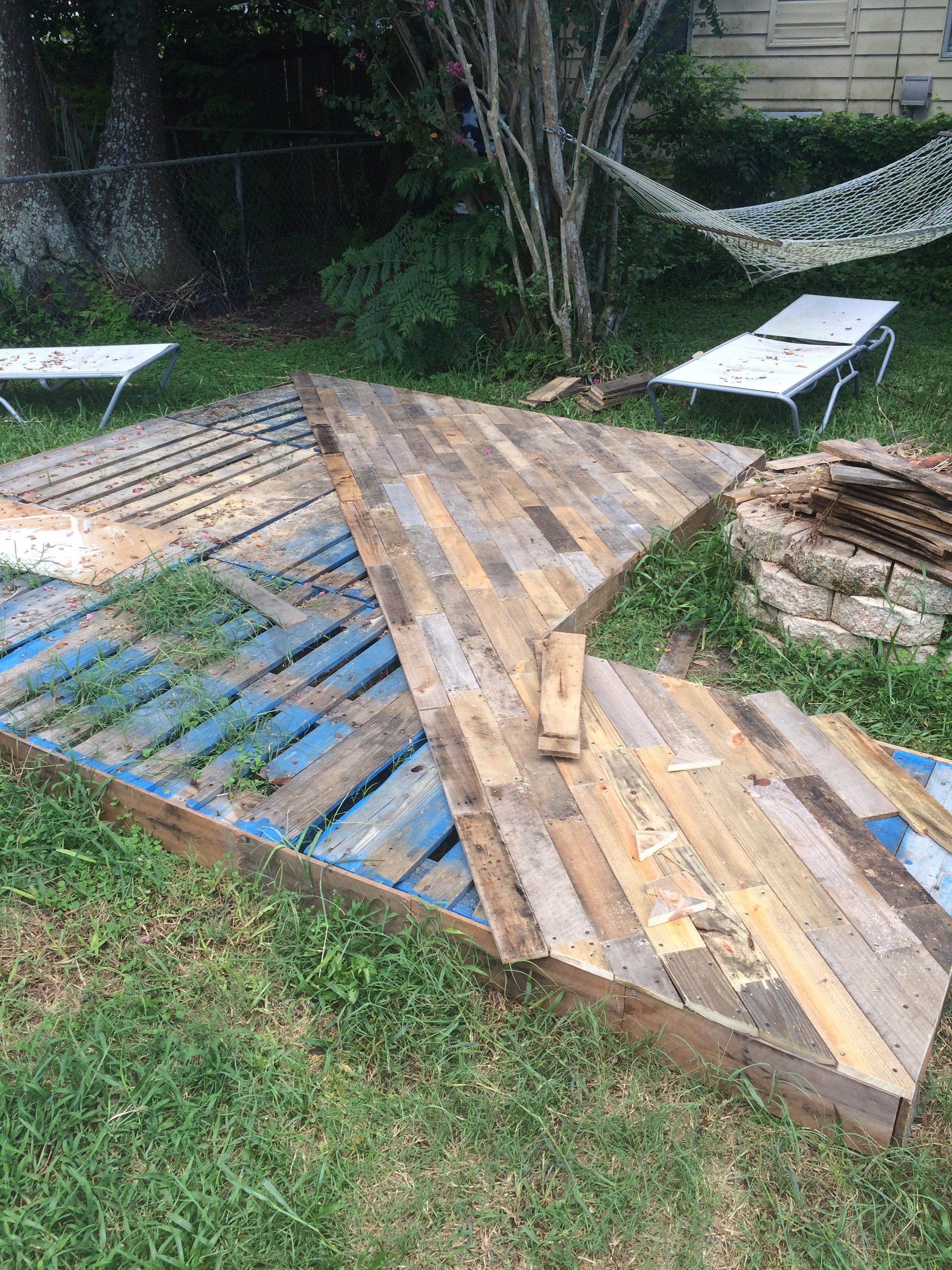 Patio Deck Of 25 Wooden Pallets Backyard Reno
