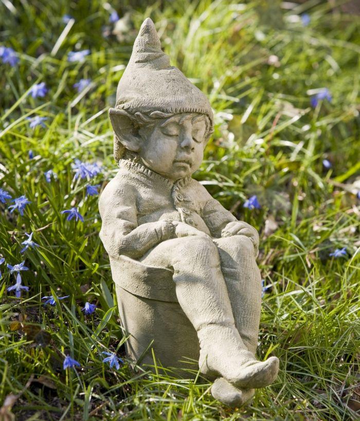 Gartenskulpturen Aus Stein Den Garten Stilvoll Verschonern Garden Statues Statue Garden Gnomes Statue