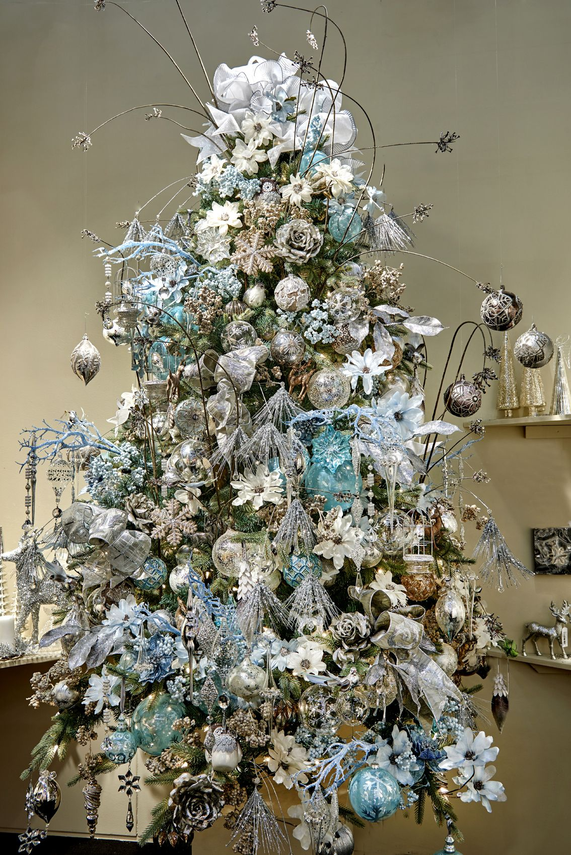 Addobbi Natalizi Goodwill.Silver Collection By Goodwill Belgium Christmas Tree Themes Beautiful Christmas Trees Holiday Christmas Tree