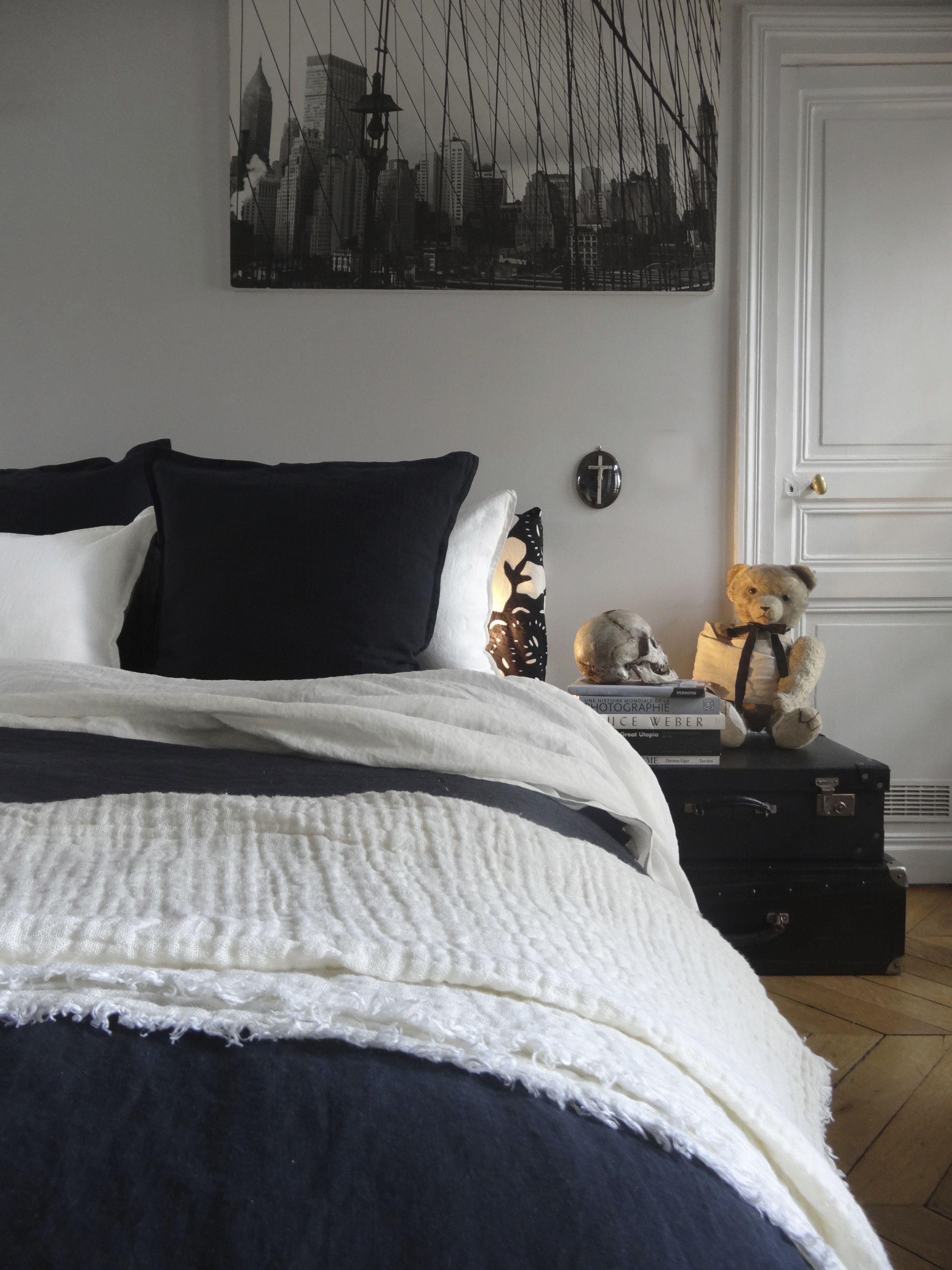 Linge de lit en lin lavé noir et blanc Le Monde Sauvage  Lit