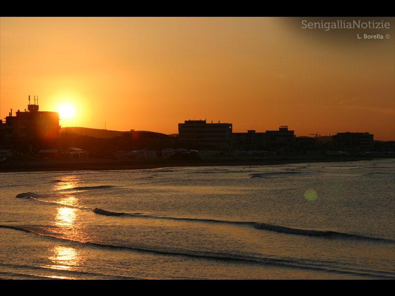 Il lungomare di Senigallia al tramonto... di L. Borella
