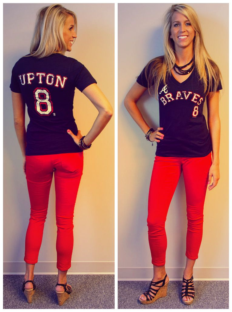 Jordan Shows Off A Braves Outfit That Is Perfect For Watching Games From Home The Bar Or At The Atlanta Braves Outfit Atlanta Braves Shirt Braves Game Outfit