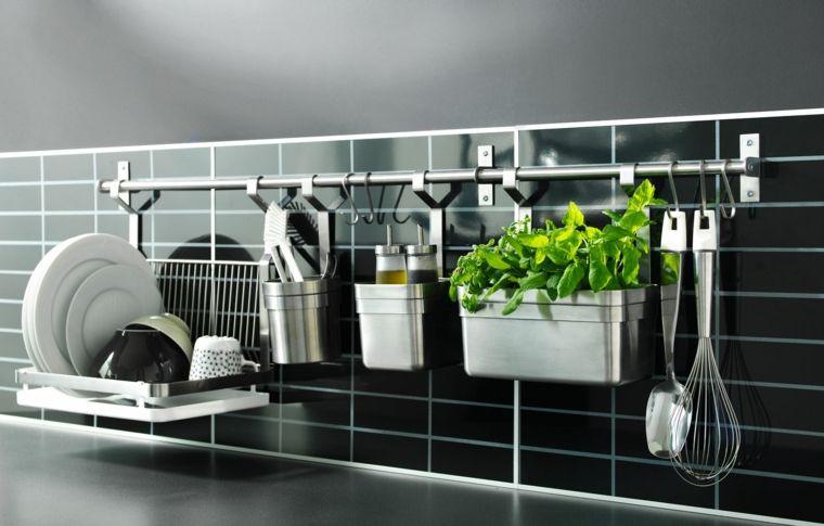 mobili da cucina ikea paraschizzi piastrelle nere