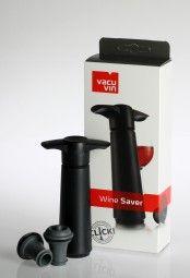 Die Wein Vakuumpumpe von Vacu Vin gibt's im Solvino Shop. Dank ihr kann Wein nach dem Öffnen länger aufbewahrt werden.