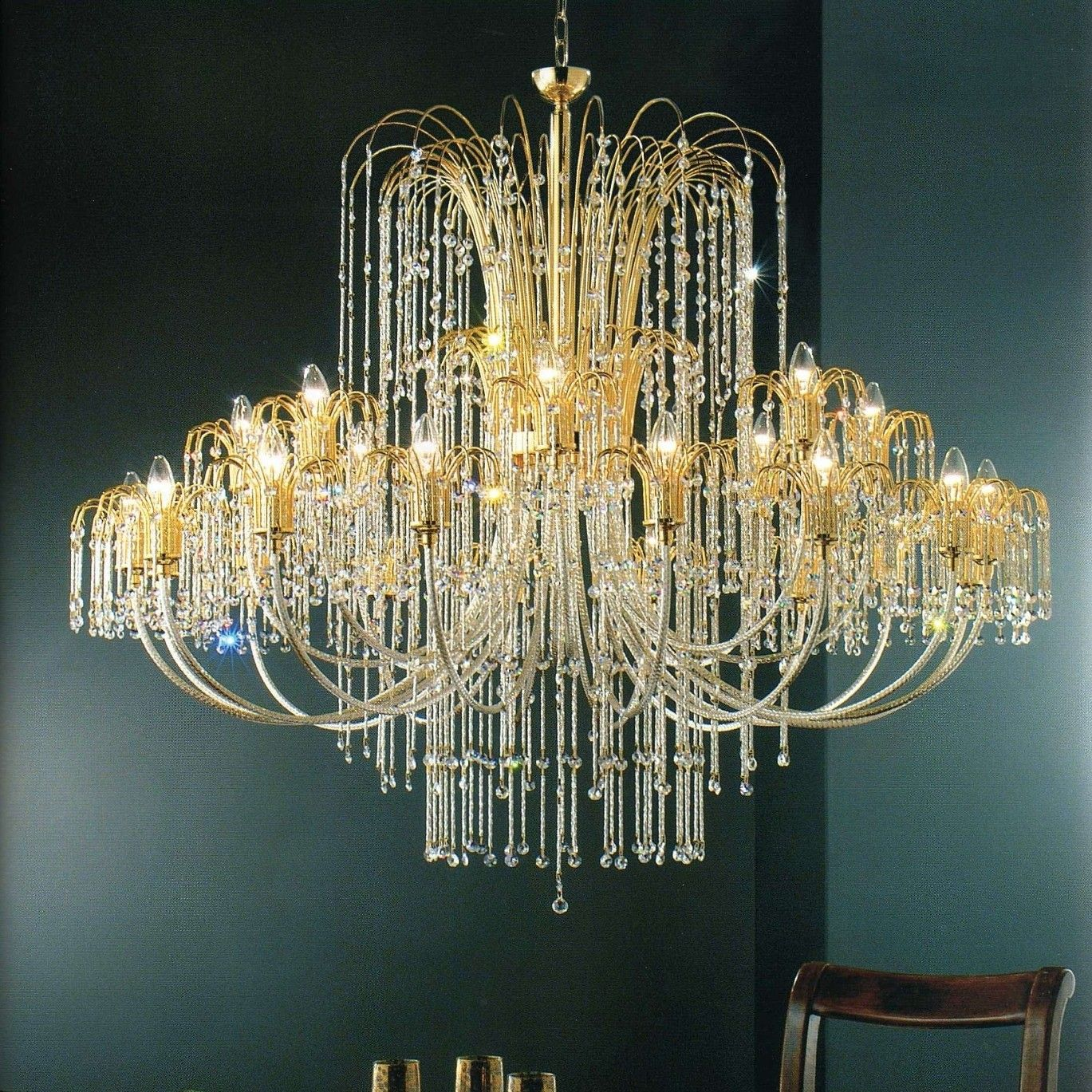 Fine lampadario 24 luci in metallo bagno oro 24Kt, bracci e ...
