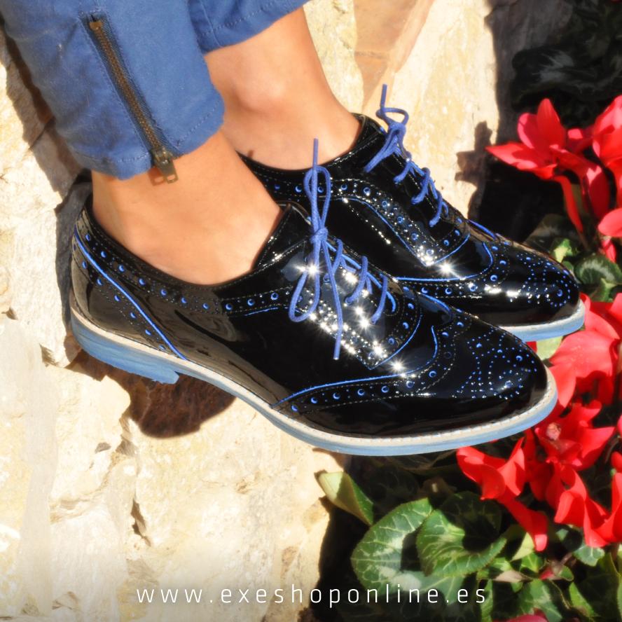 Estos zapatos tipo Oxford son perfectos para estas fechas. Para una comida o para ir a dar una vuelta: Combinan clase y comodidad. Y a vosotras... ¿Qué os parecen?   *Disponible en más colores