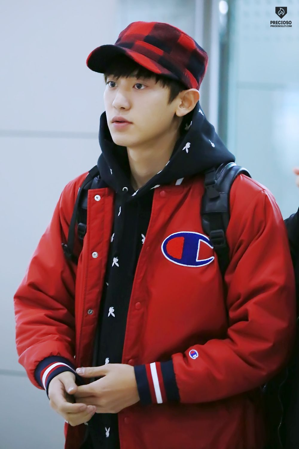 Chanyeol - 151109 Gimpo Airport, departing for Shanghai Credit: Precioso. (김포공항 출국)
