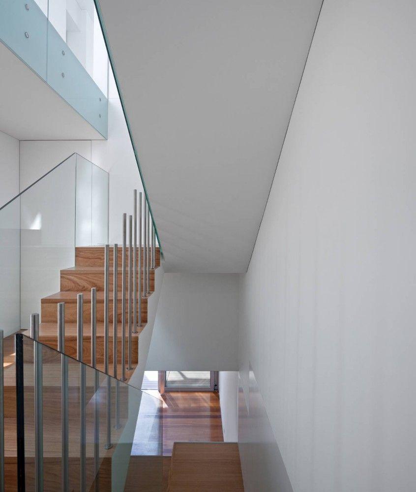 House Overlooking The Sea / Edward Suzuki Associates