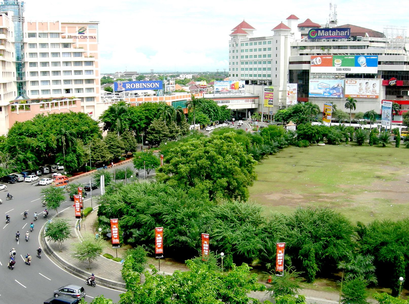 Plasa Simpanglima Semarang Is One Of The Mall In Heart