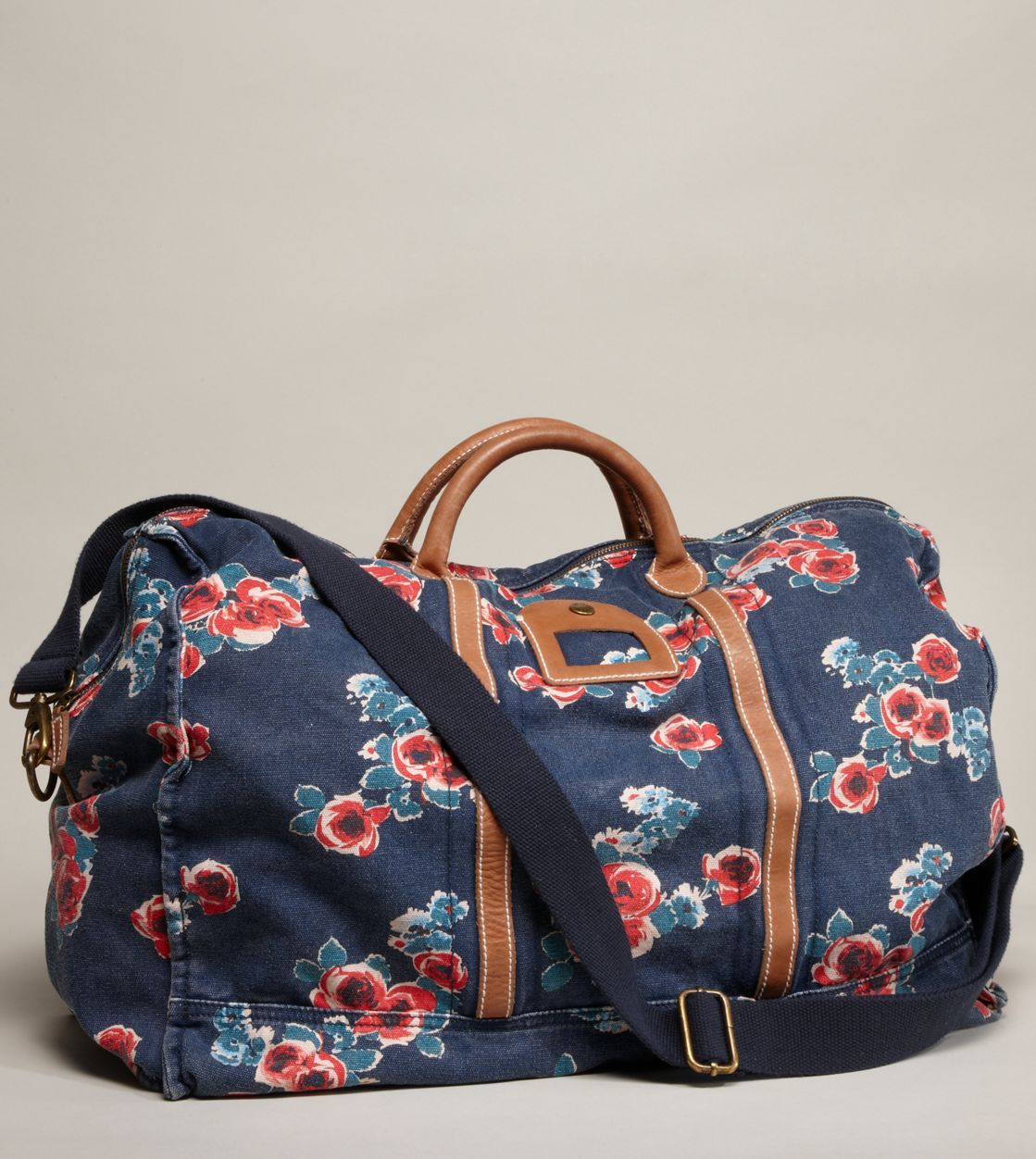 AEO Canvas Duffel Bag | Style // Bags & Clutches