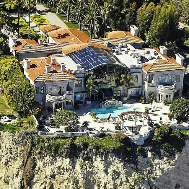 Luxury Homes On The Water: $62,000,000 Cliffside Oceanfront Mega Mansion In Malibu