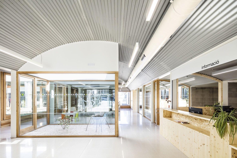 Gallery of Psychopedagogical Medical Center / ComasPont