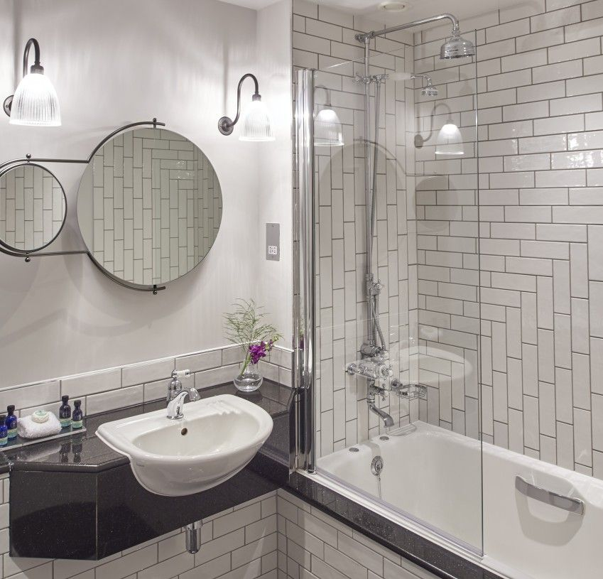 Palace Deluxe Bathroom