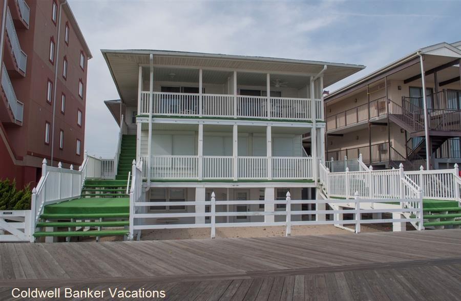 White Surf 1n On Boardwalk Around 22 St 2 Br 1 Queen 1 Queen Bunk Beds 1 5 Bath 2 Parking 1600 00 Ocean City Rentals Ocean City Vacation Offers