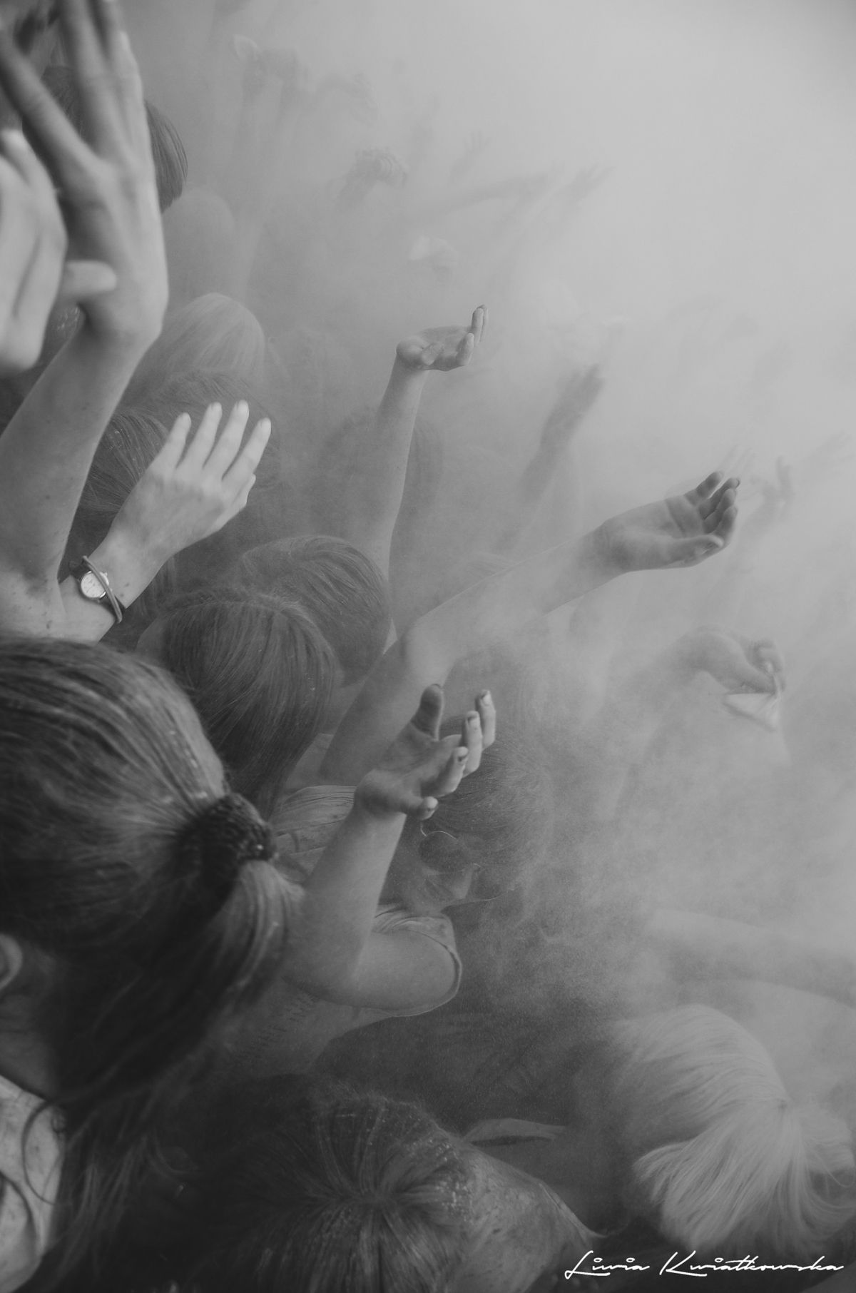 #holi #photography #blackandwhite #people #crowd #festiwal kolorów #hands