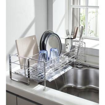 わずか約17cmの幅に置けて、洗い物の量に合わせて伸び縮み!シンク横の狭いスペースに収まるスリムサイズの水切りカゴ