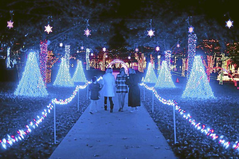 Christmas lights Awesome displays across metro Tulsa - Tulsa World Scene & Christmas lights: Awesome displays across metro Tulsa - Tulsa ... azcodes.com